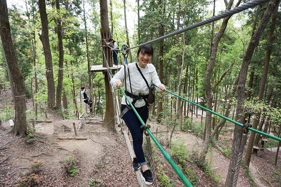 ジップラインやターザンスイングを楽しめる「冒険の森 in やまぞえ」