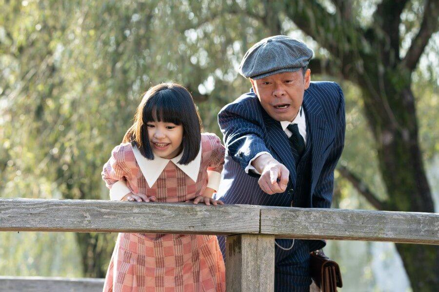 第6回より、父・安隆(光石研)と橋の下をのぞき込む音(清水香帆) (C)NHK