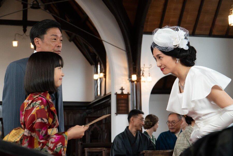 第8回よりオペラ歌手・双浦環(柴咲コウ)に感動を伝える音(清水香帆)と父・安隆(光石研)(C)NHK