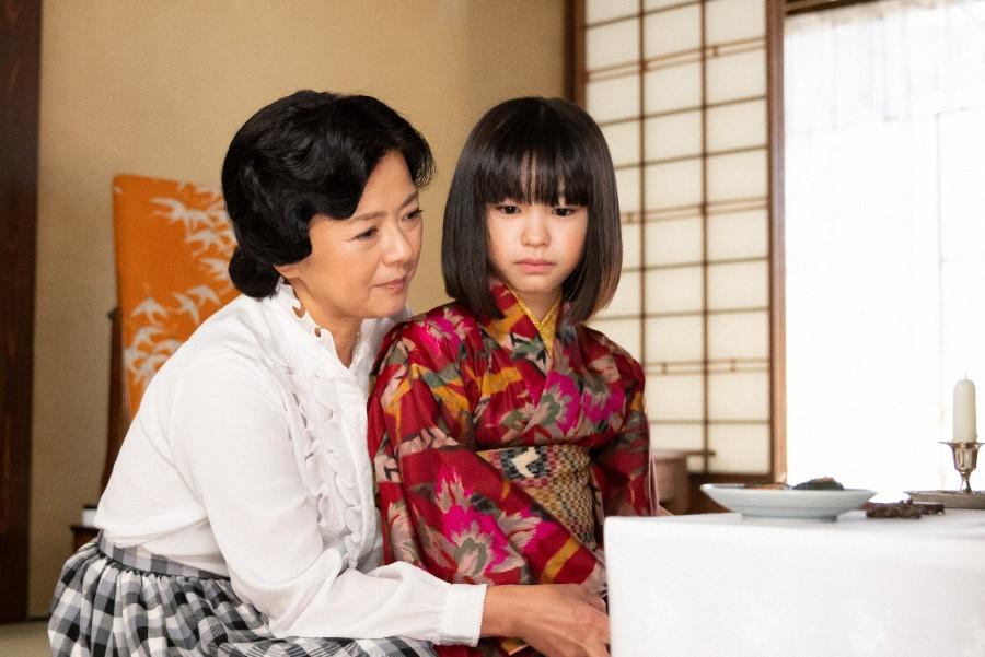 父・安隆のことを話す母・光子(薬師丸ひろ子)と音(清水香帆)(C)NHK