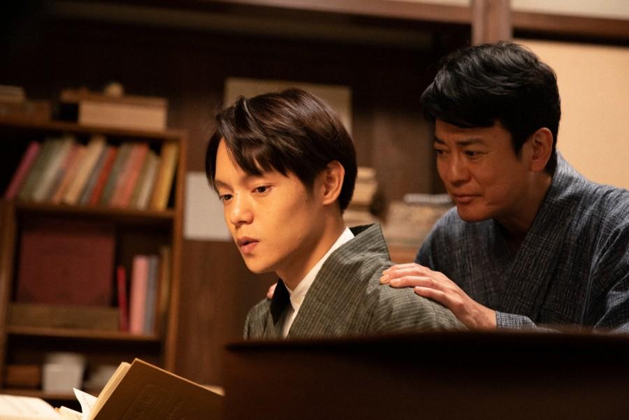 裕一(窪田正孝)と父・三郎(唐沢寿明)(C)NHK