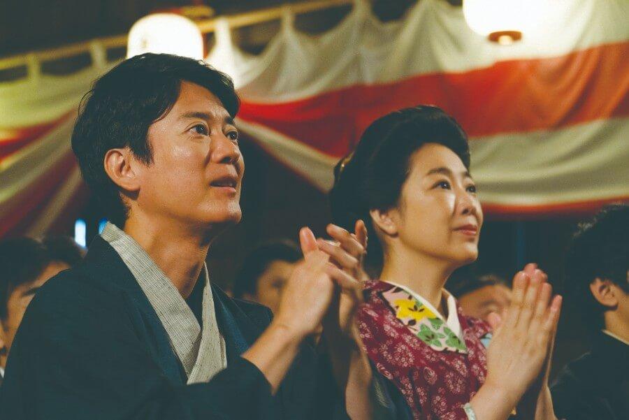 第13回より、ハーモニカの美しい旋律に感動する三郎(唐沢寿明)と、まさ(菊池桃子)(C)NHK