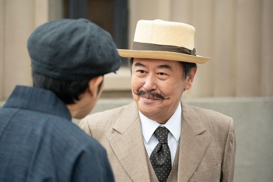 裕一の様子を喜ぶ伯父の茂兵衛(風間杜夫)(C)NHK