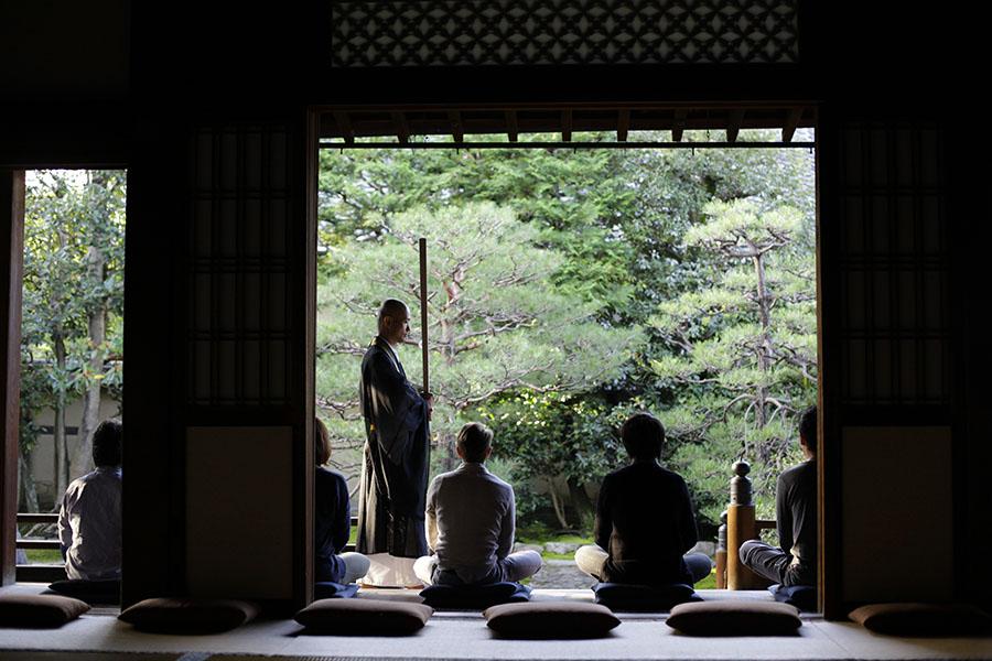 「両足院」(京都市東山区)での通常の座禅会の様子