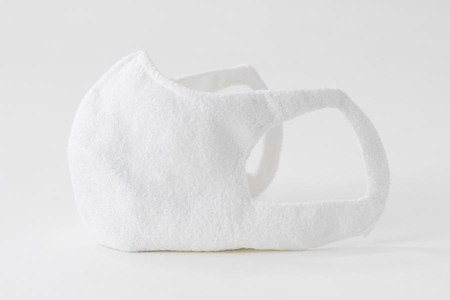 縫い目がないことで、肌への負担を軽減する「ホールガーメントマスク+AGシート」にも長繊維を使っている