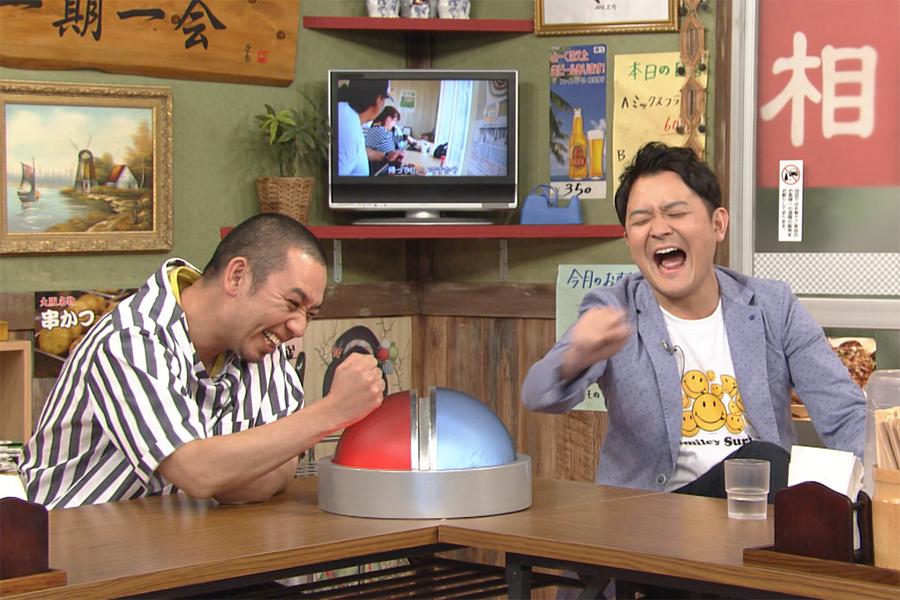名場面の数々に爆笑する千鳥 (C)ABCテレビ