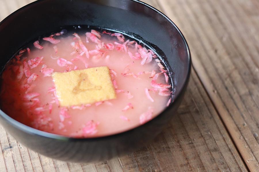 桜えびで美しい桜色の汁物に