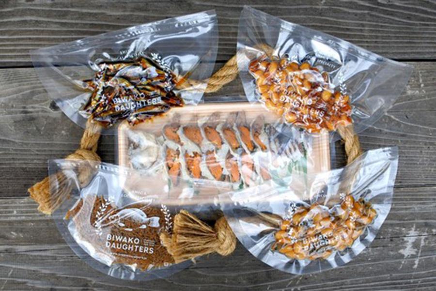 少量パックが嬉しい「BIWAKO DAUGHTERS」のびわ湖の詰め合わせ(3)3316円。滋賀に伝わる家庭の味は、地酒との相性も抜群