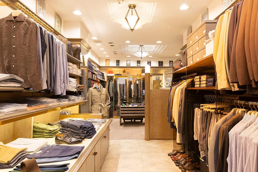 「COL」は1981年創業の老舗。自社の仕立て職人以外にも周辺の靴やカバンの職人を育成・紹介しながら、神戸メイドの服飾文化を守り続けている