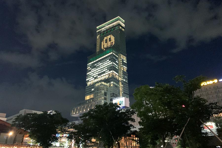 大阪マリオット都ホテルの客室を活かしたライトアート。北側の様子(22日撮影)