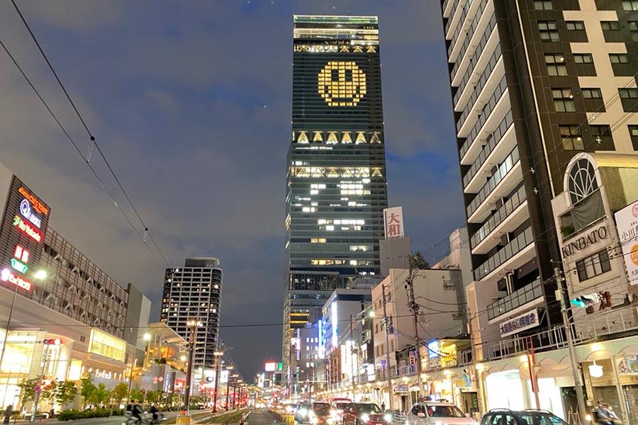 大阪マリオット都ホテルの客室を活かしたライトアート(22日撮影)