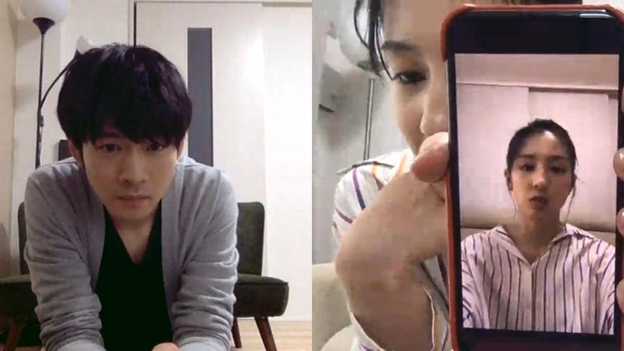 撮影した映像をチェックしあう松下洸平(左)と桜庭ななみ (C)NHK