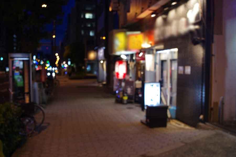 休業要請が解除された直後の大阪の繁華街。かつてのような賑わいと人通りが戻ってくるのは、いつになるのか(5月16日・大阪市内)