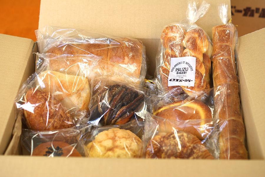 イスズベーカリーの人気パンが詰め合わせになって届く期間限定の宅配便