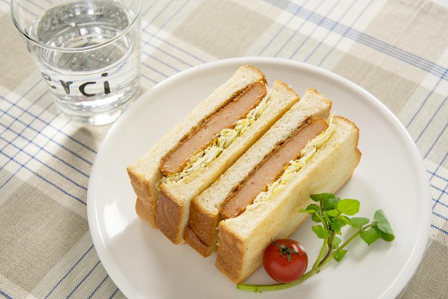 サンドイッチに挟んでもおいしいカネテツの新商品「肉味お魚カツ」
