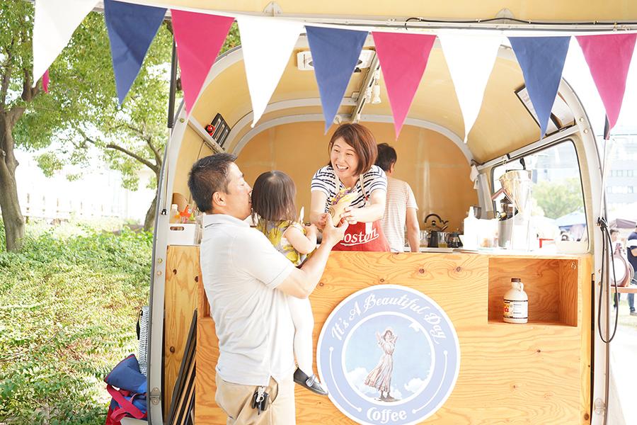 イベントでは、ごはん、スイーツのほか、お豆腐など商店街の名物も販売