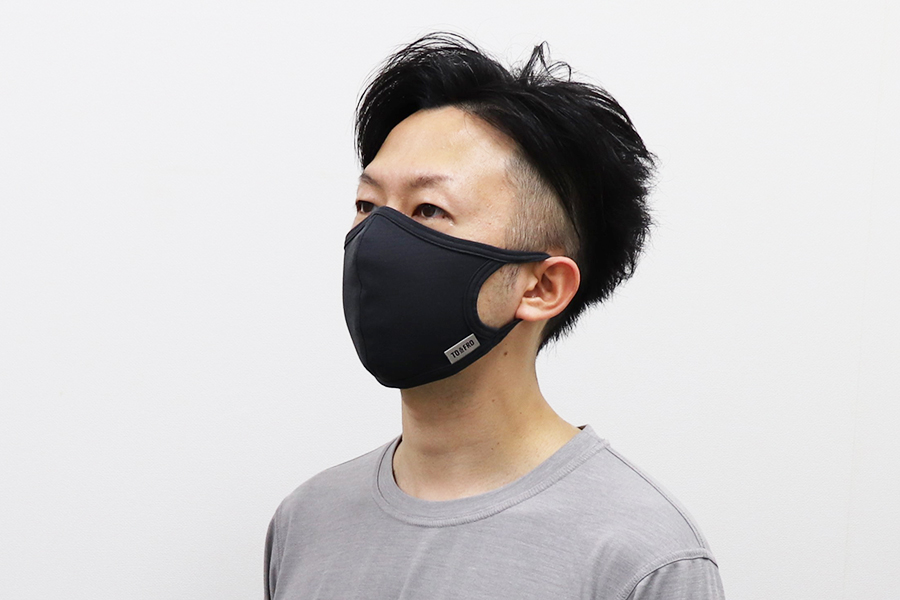 「みんなの夏マスク」を装着した様子