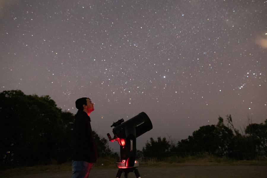 近辺に人工の光が無いことが星が綺麗に見える秘訣だという