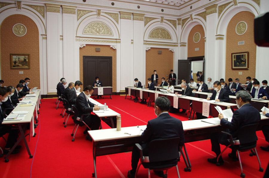 今回の自粛要請の一部解除は「大阪府新型コロナウイルス対策本部会議」で協議決定された(5月14日・大阪府庁)