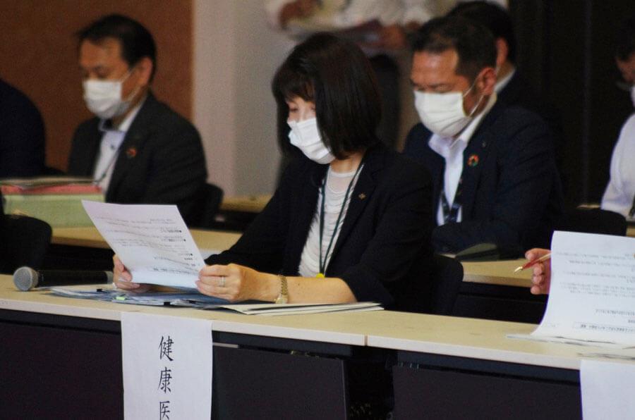 全面解除前最後の対策本部会議に出席する藤井部長(5月28日・大阪府庁)