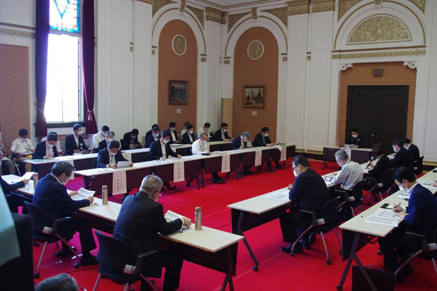 大阪府庁でおこなわれた「新型コロナウイルス感染症対策本部会議」(5月28日・大阪市)