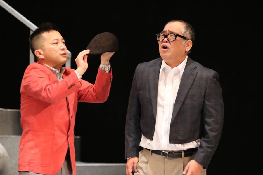 『丸尾不動産』シリーズでW主演を務めた桂吉弥(左)と兵動大樹