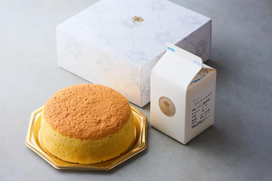 「ポアール」のキット「OUCHI de CAKE」。特製スポンジ5号サイズと、無糖の生乳100%の生クリームがセット。帝塚山本店のみポアールオリジナルの生クリーム(加糖)も選べる