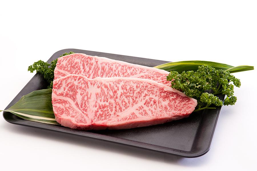 「新谷ビーフ」の淡路ビーフ。淡路島の綺麗な空気と水で丁寧に育てられた希少な肉。お得な切り落としや焼き肉用もおすすめ。写真はサーロインステーキ200g2枚6480円