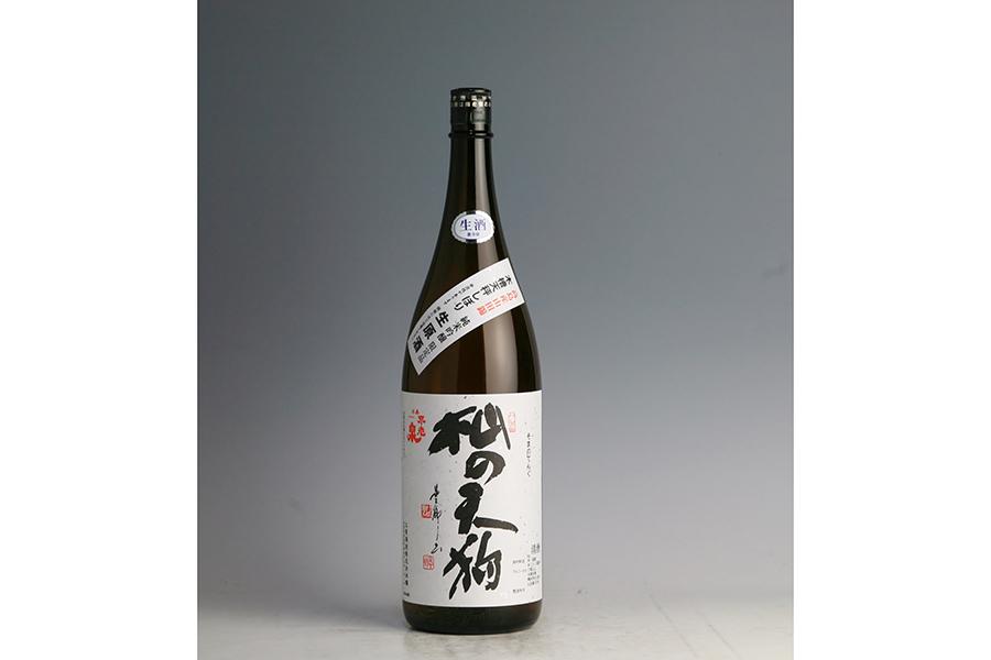 「上原酒造」の杣の天狗720ml・1500円には、佃煮などの味の濃い料理や、同じ滋賀県の料理を合わせて。開封直後は冷やしてのむのがおすすめ