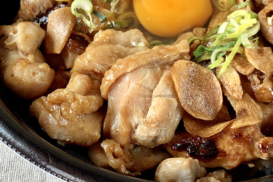 鶏肉は皮付きでこれまた食べごたえあり!