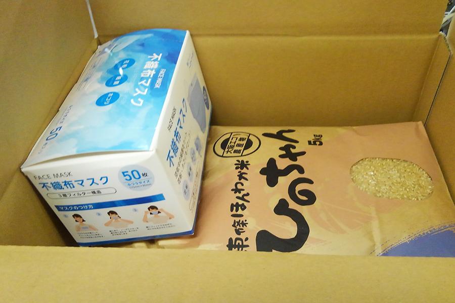 富田林市から贈られる、東條ほんわか米(ひのちゃん)」のお米5kgと不織布マスク50枚