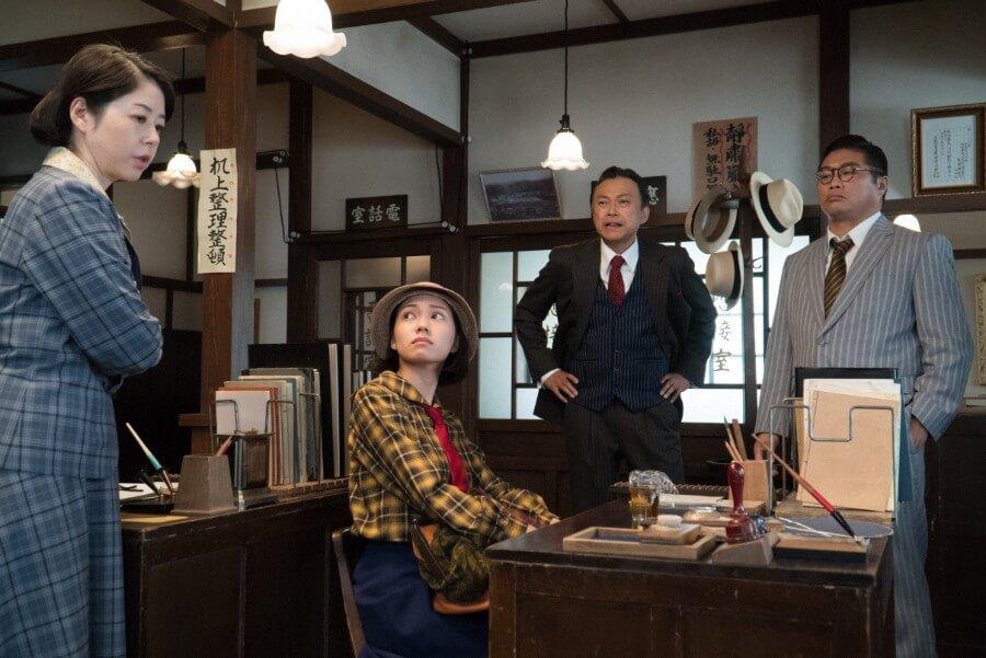 裕一を探し、勤め先の「川俣銀行」を訪ねる音(二階堂ふみ)(C)NHK