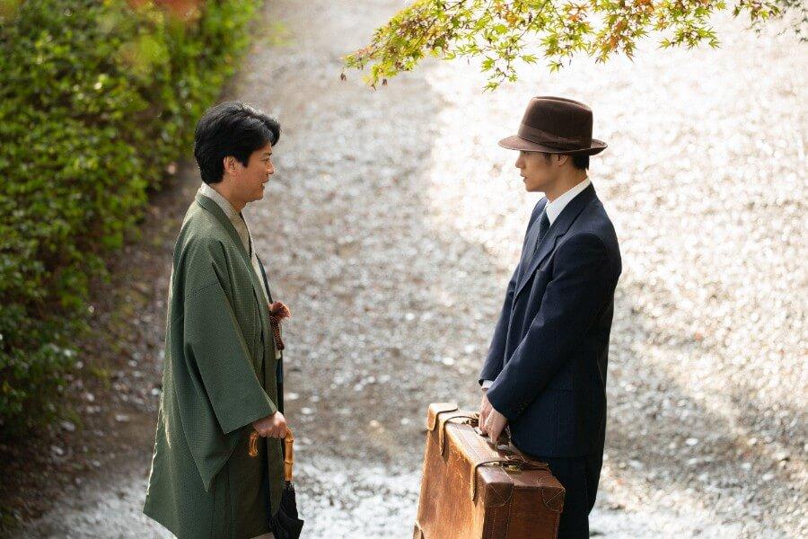 第30回より、父・三郎(唐沢寿明)に別れを告げる裕一(窪田正孝)(C)NHK