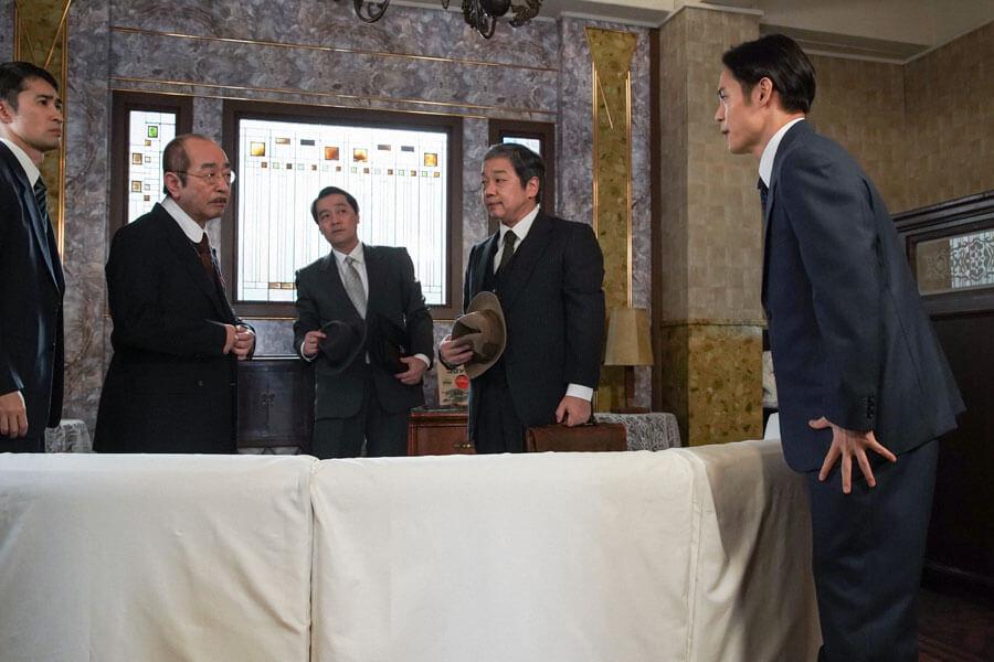 日本を代表する西洋音楽の作曲家・小山田耕三(志村けん)に挨拶する裕一(窪田正孝) (C)NHK