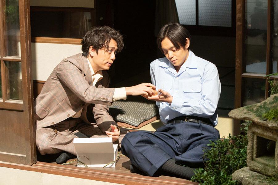 裕一(窪田正孝)と久志(山崎育三郎)(C)NHK