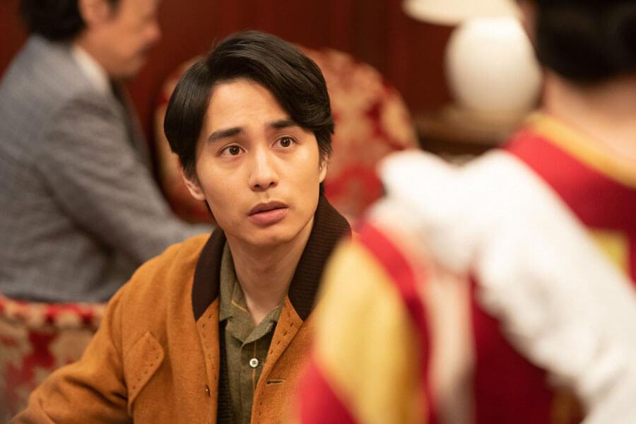 希穂子(入山法子)を見て驚く鉄男(中村蒼)(C)NHK