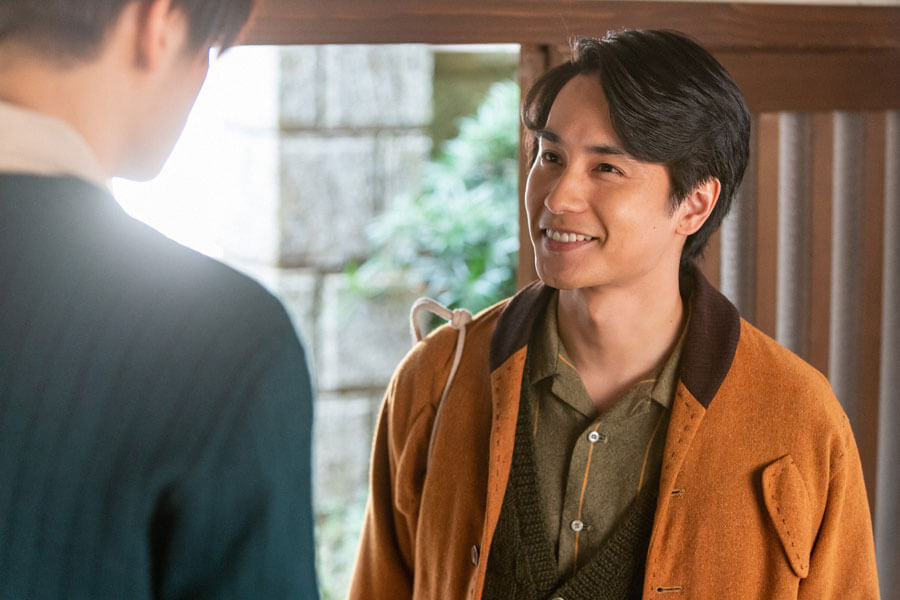 第46回より、古山家を訪れた鉄男(中村蒼)(C)NHK