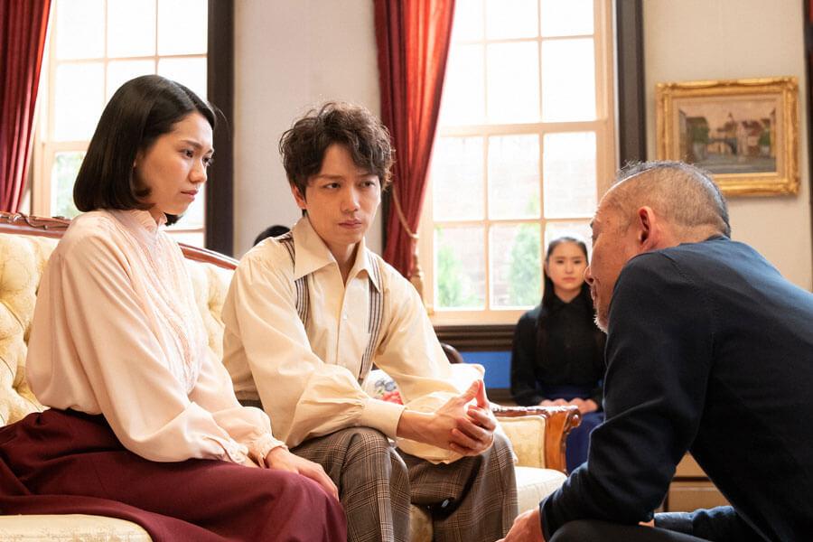 公演『椿姫』の稽古を受ける音(二階堂ふみ)と久志(山崎育三郎)(C)NHK