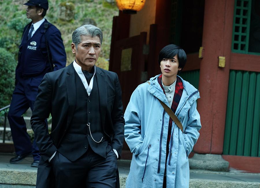 左から、吉川晃司、志尊淳 (c)ktv
