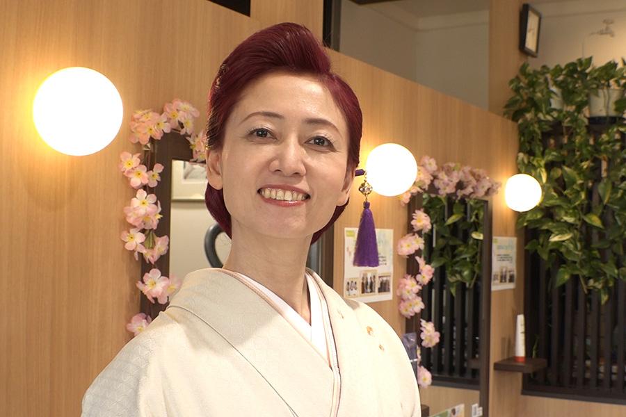 着物姿の「お肉ジャパン」オーナー・片根淳子さん