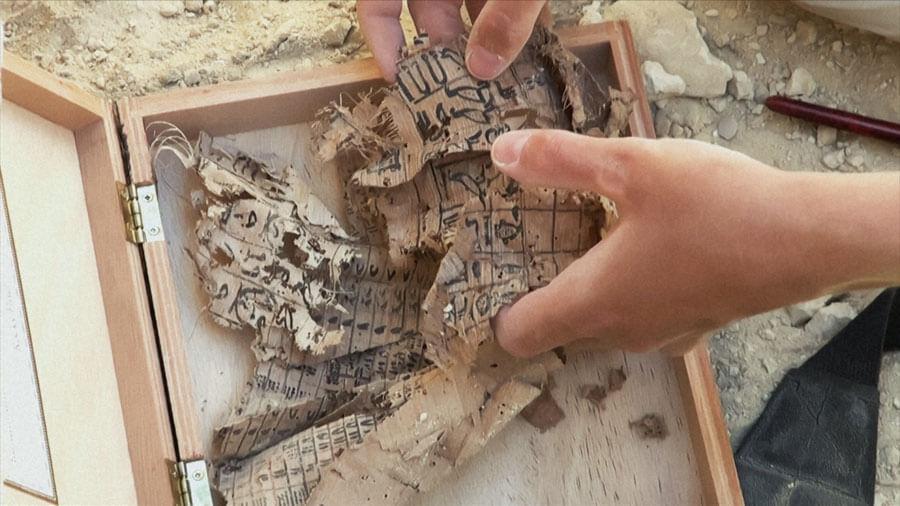 2013年に発見された最古のパピルス文書©GEDEON