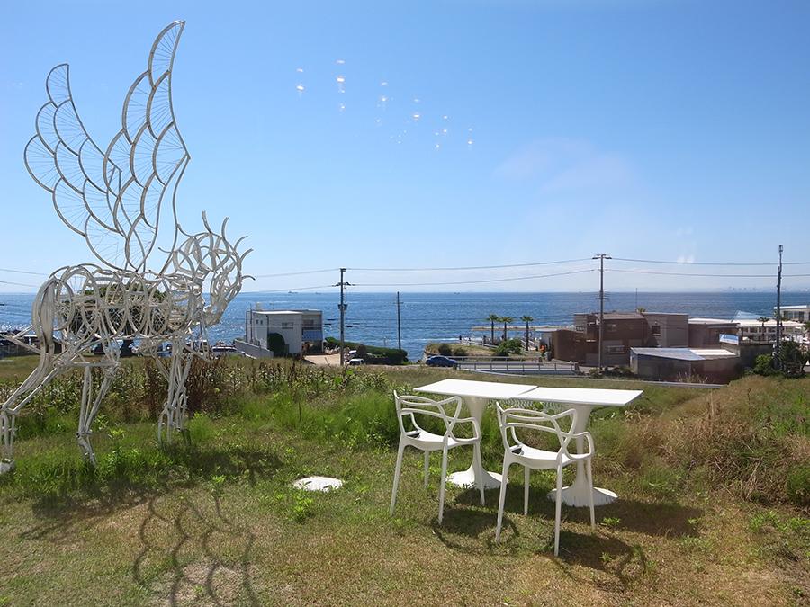 シアターレストラン「ハローキティショーボックス」は見晴らしのいい丘に位置する