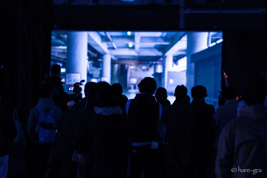 地域との交流イベントのひとつ、 アーツシード京都企画制作の無料イベントから『森村泰昌新作能』の模様(2019年11月・東九条野外劇場) 写真/佐古晴弘
