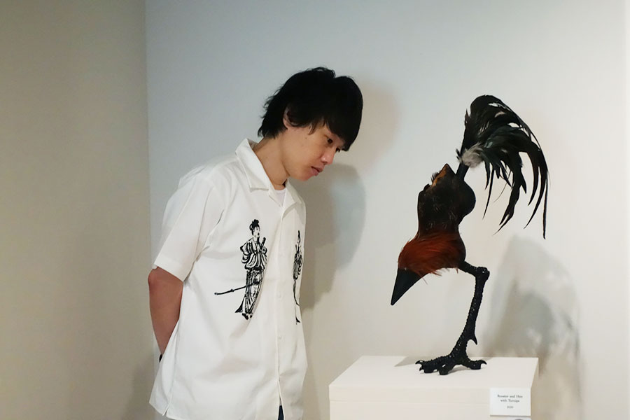 「蕪に双鶏図」にインスパイアされた串野真也さんが、今回の美術展のために手がけた作品も
