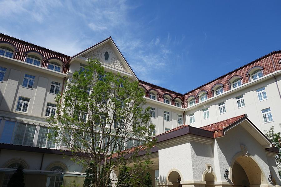 旧ホテルの意匠を引き継いだ、新・宝塚ホテル