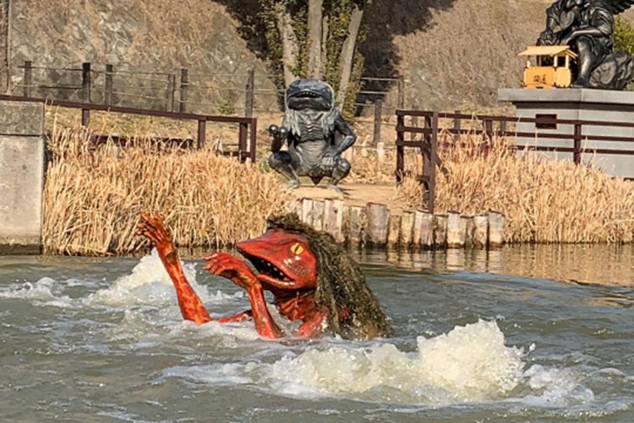 辻川山公園のガジロウ。定時になると池の中から飛び出し見学の子どもから悲鳴が