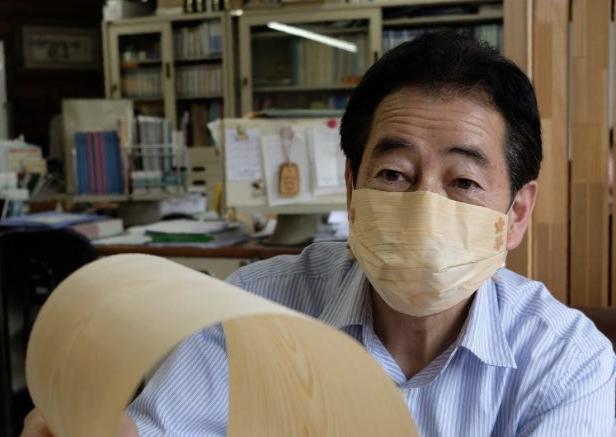 「吉野ひのきマスク」を開発した社長の福田富夫さん