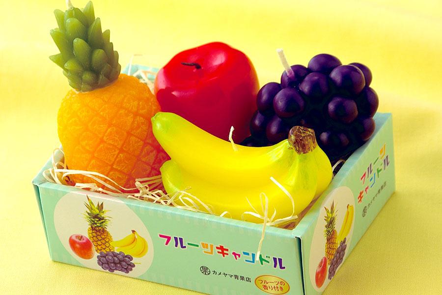 子供の頃に憧れたフルーツ専門店の高級フルーツ詰合せをイメージしたという「フルーツ詰合せキャンドル」(950円・税別)。フルーティーな香りが広がる