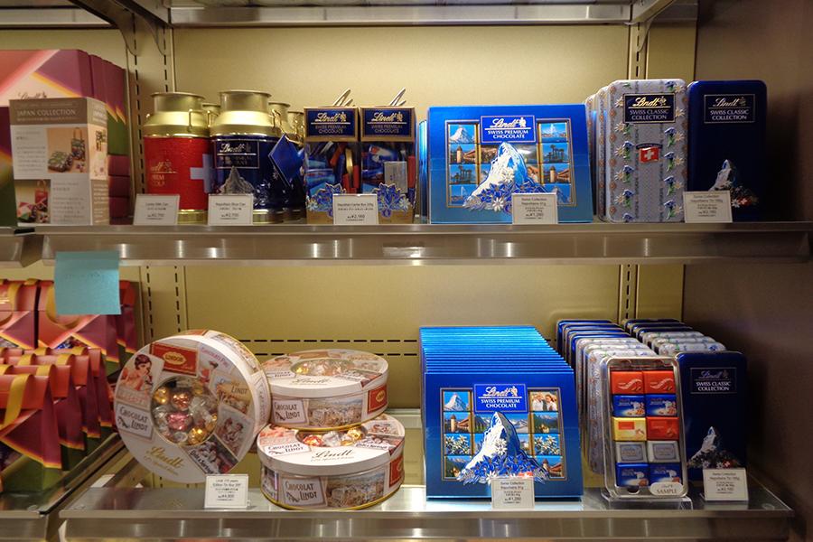 リンツ創業175周年記念のリンドール入りギフト缶など、「スイスコレクション」も登場