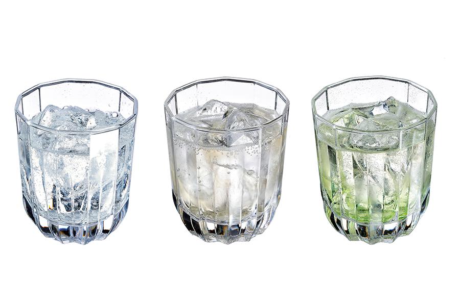 「奈良しゅわボール」3種。左から日本酒好きにおすすめのプレーンタイプ「古都」、隠し味のリンゴ酢が爽やかさを演出する「暁」、ライムシロップとジンジャーエールを加えた飲みやすい「若草」(画像はイメージ)。バーテンダーの国際コンテストで世界総合3位に輝いた、宮﨑剛志さん(Bar 'Pippin')がレシピを考案。写真提供:奈良市観光協会